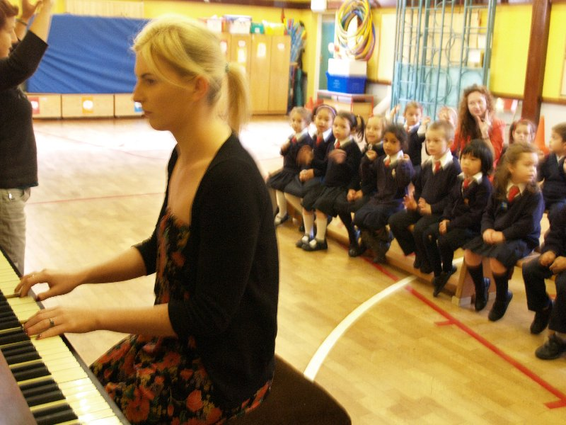 infants-sing-with-ms-mongan